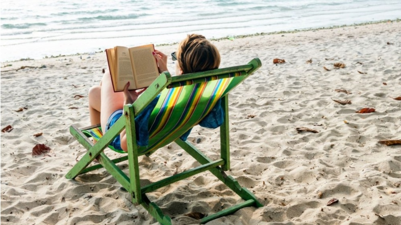 5 reasons why the beach is the best place to read