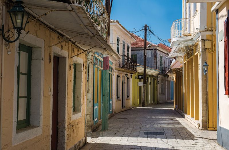 Small alley in Lefkada town | Lefkada's unique architecture | Lefkada Slow Guide