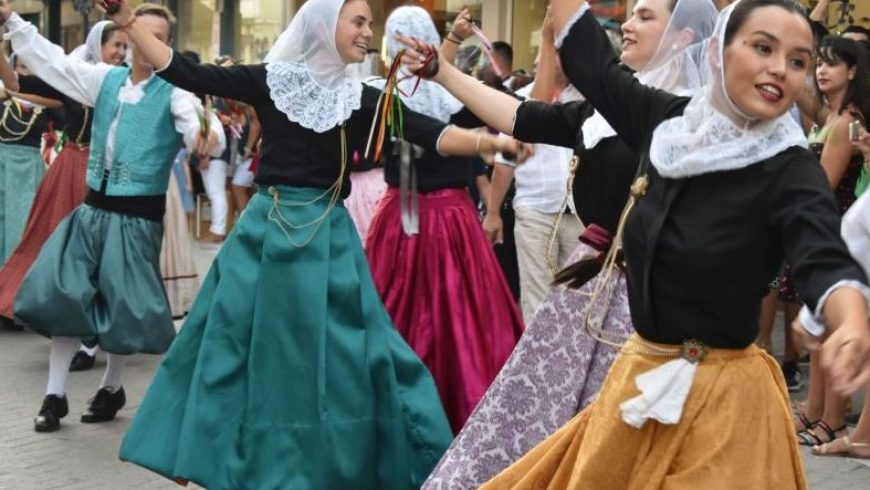 Reasons to love Lefkada: Carnival + International Folklore Festival