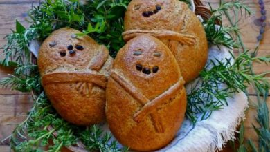 «Vlakhopoules» Christmas bread in human shapes