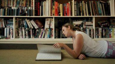 Μια νέα έρευνα αποκαλύπτει πως το διάβασμα συγκεκριμένων βιβλίων ίσως μας κάνει καλύτερους ανθρώπους