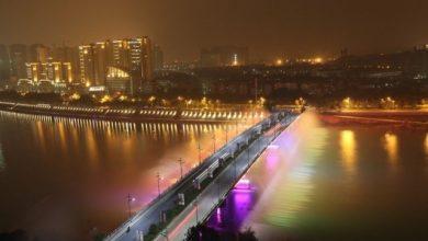 Συντριβάνι με εντυπωσιακούς φωτισμούς για το φεστιβάλ φθινοπώρου στην Κίνα