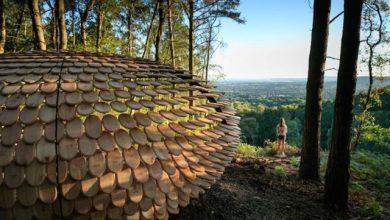 Ξεχωριστό ξύλινο κιόσκι στο μαγευτικό τοπίο της φύσης