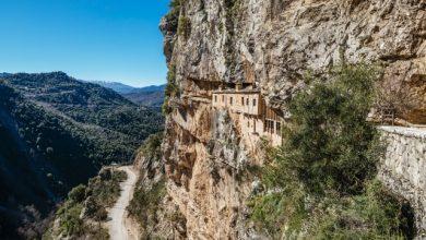 Συρράκο – Καλαρρύτες: Tαξίδι στα μέρη του Κώστα Κρυστάλλη και στα απόκρημνα δίδυμα χωριά