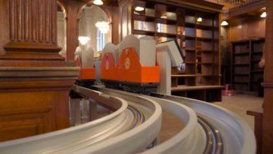 Η Δημόσια Βιβλιοθήκη της Νέας Υόρκης μας άφησε άφωνους με το τρένο για βιβλία που τα «σπάει»