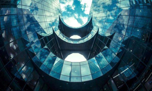Δεκαέξι συγκλονιστικά φουτουριστικά κτίρια
