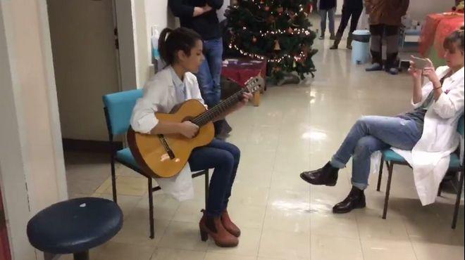 Ιωάννινα: Νεαροί γιατροί έπαιξαν μουσική στους ασθενείς τους