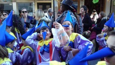 Φωτογραφικά στιγμιότυπα από την παρέλαση των μικρών καρναβαλιστών
