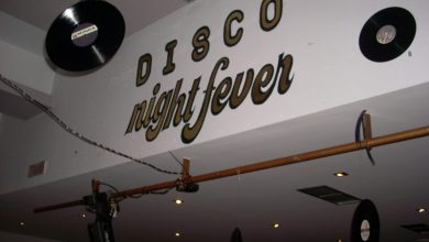 Δίσκοι βινυλίου, εξώφυλλα δίσκων και ντισκομπάλες στον αποκριάτικο χορό της «Νέας Χορωδίας»
