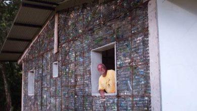 Δροσερά και αντισεισμικά σπίτια από ανακυκλωμένα πλαστικά μπουκάλια