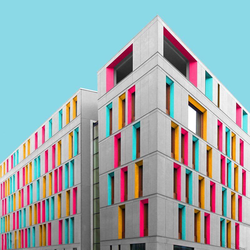 Η πολύχρωμη αρχιτεκτονική του Paul Eis αλλάζει το αστικό τοπίο