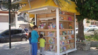 Ανταλλακτική βιβλιοθήκη για μικρούς και μεγάλους σε παλιό περίπτερο