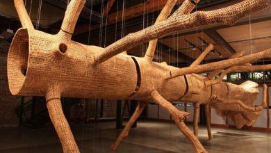 Το δέντρο από χιλιάδες κομμάτια ξύλου
