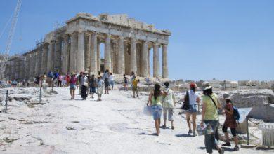 «The Athens Greeters»: Εθελοντές βρίσκονται στους δρόμους της Αθήνας και υποδέχονται τους επισκέπτες της