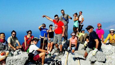 Εθελοντές αναδεικνύουν κρυμμένα μονοπάτια στα ελληνικά νησιά