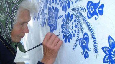 Μια 90χρονη γιαγιά από την Τσεχία, περνά το χρόνο της ζωγραφίζοντας τα σπίτια του χωριού της