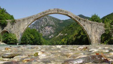 «Ζωντάνεψε» ξανά το μονότοξο Γεφύρι της Πλάκας
