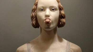 "What If Renaissance Sculptures ""Behaved"" In A Modern Way"
