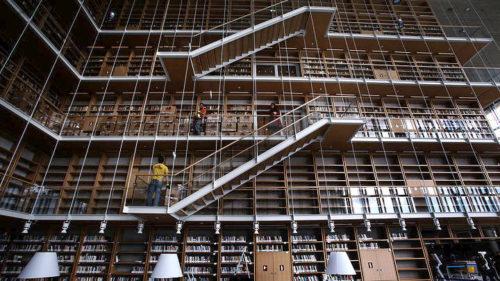 Τι κάνουν 750.000 βιβλία στους δρόμους της Αθήνας;