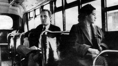 Ρόζα Παρκς: Η γυναίκα που δεν σηκώθηκε από τη θέση της για να καθίσει λευκός