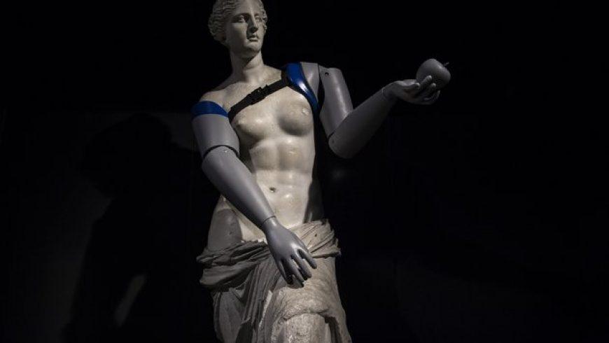 Η Αφροδίτη της Μήλου στο Παρίσι απέκτησε χέρια