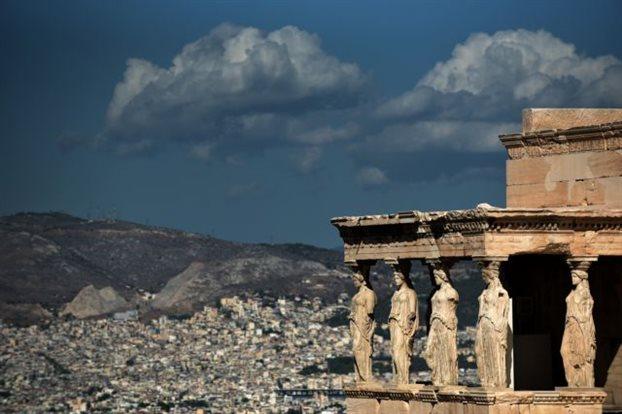 Forbes: Προτείνει την Ελλάδα για καλοκαιρινό τουριστικό προορισμό