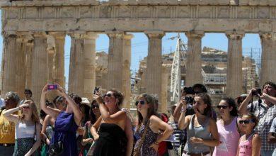 Guardian: Γιατί ο τουρισμός στα ελληνικά νησιά μπορεί να γυρίσει μπούμερανγκ