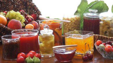 Καλοκαιρινά φρούτα από το δέντρο στο βάζο