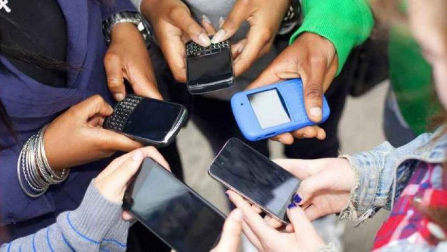 Έρευνα: Πώς τα κινητά άλλαξαν τη ζωή μας