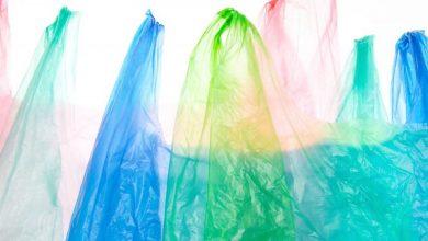 Πώς φτάσαμε να είμαστε τόσο εθισμένοι στο πλαστικό;