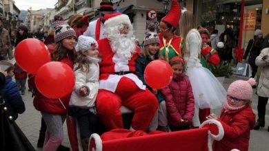 Ο Άγιος Βασίλης επισκέπτεται με το έλκηθρο του την Κεντρική Αγορά Λευκάδας