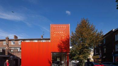 Η κόκκινη εντυπωσιακή βιβλιοθήκη του Ανατολικού Λονδίνου