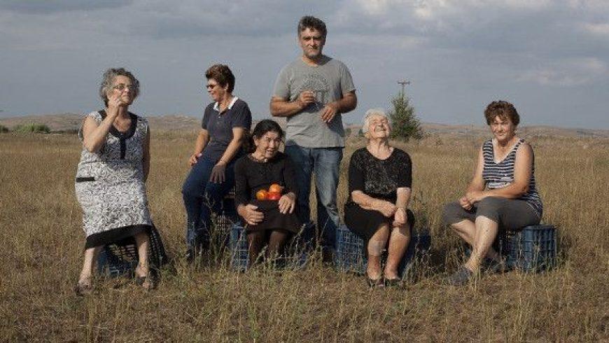 Θεσσαλία: Γιαγιάδες καλλιεργούν βιολογικές ντομάτες, με Βάγκνερ