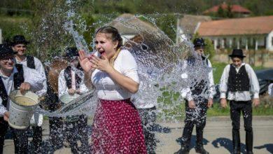 Το πιο περίεργο πασχαλινό έθιμο της Ουγγαρίας, και όχι μόνο