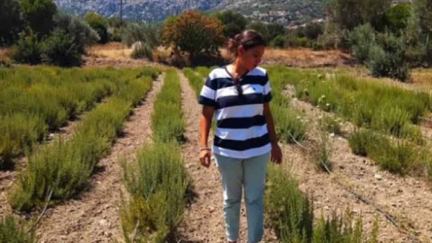 Η 26χρονη Χιώτισσα που έστησε επιχείρηση από το µηδέν, καλλιεργώντας τα παρατηµένα χωράφια των γονιών της