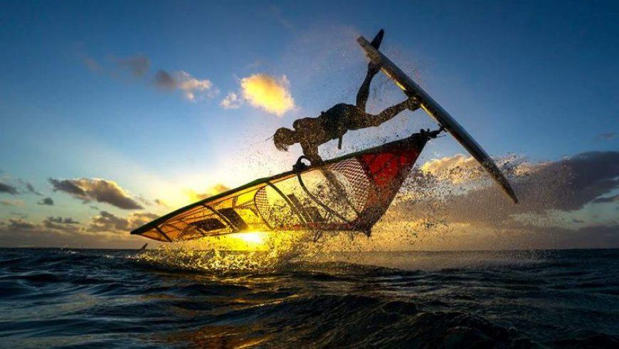 Αφιέρωμα θάλασσα: Windsurf ή καγιάκ;