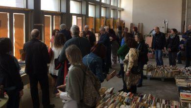 Tageszeitung: Συγκινεί το βιβλιοπωλείο των αστέγων στο κέντρο της Αθήνας