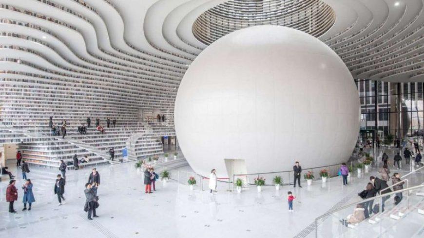 Βιβλιοθήκη και τουριστική ατραξιόν σε ένα