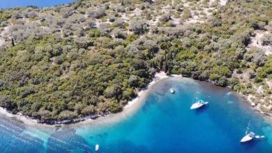 Το καταπράσινο νησάκι των Τηλεβοΐδων που μαγεύει με τα νερά του