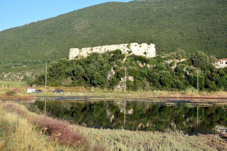 Βόνιτσα: Το κάστρο του Γρίβα λίγο πριν τη Λευκάδα