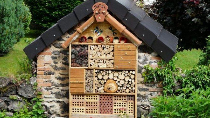 Ένα χειροποίητο «ξενοδοχείο» για άγριες μέλισσες