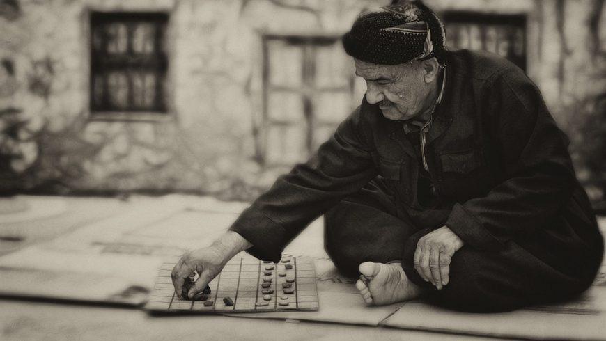Έρευνα: Τα επιτραπέζια παιχνίδια μειώνουν την πιθανότητα άνοιας στους ηλικιωμένους