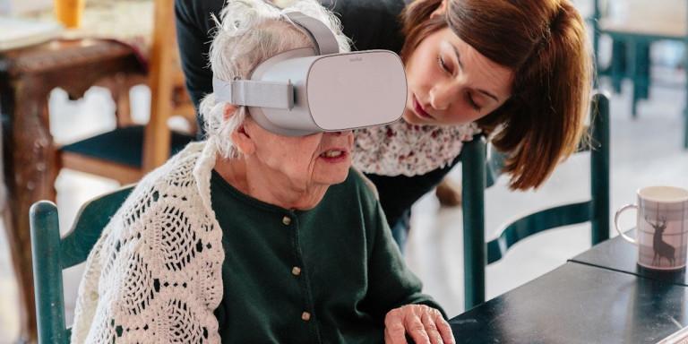 Ξενάγηση στο Μουσείο Κυκλαδικής Τέχνης μέσα από γηροκομεία – Με γυαλιά εικονικής πραγματικότητας