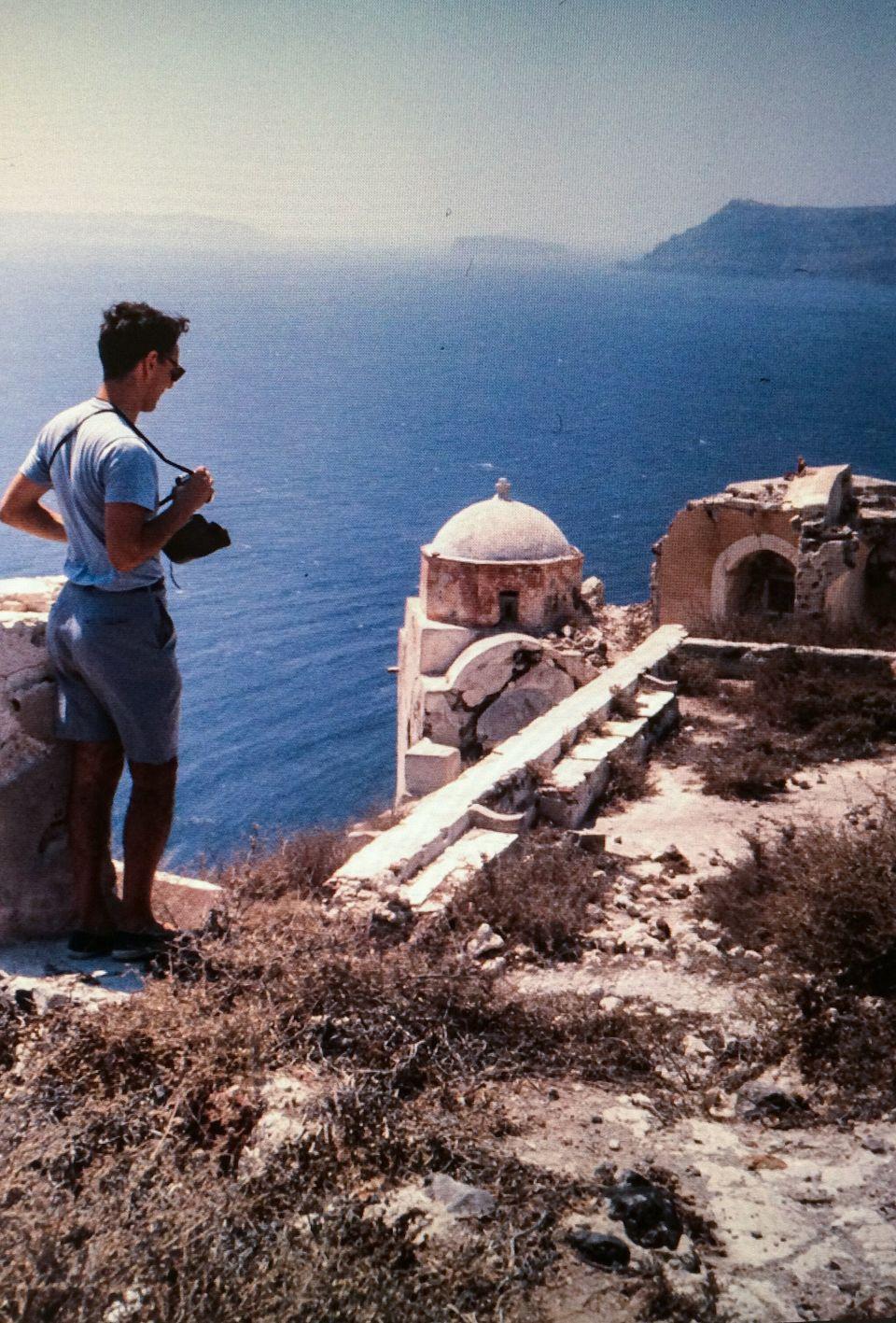 Ρόμπερτ Μακέιμπ: Η φιλοξενία και οι θάλασσες της Ελλάδας παραμένουν ίδιες στον χρόνο