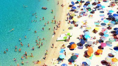 Πώς θα είναι φέτος τα μπάνια στη Μεσόγειο – Μελετάται βραχιόλι με προειδοποιητικό ήχο στην Ιταλία