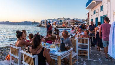Ποιες χώρες το σκέφτονται αν θα στείλουν τουρίστες φέτος, πόσα δισ. είχαν αφήσει πέρυσι