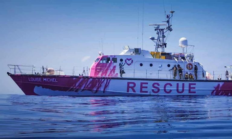 Ο Βanksy χρηματοδότησε -και ζωγράφισε- σκάφος για τη διάσωση προσφύγων στη Μεσόγειο