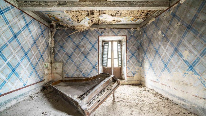 Εγκαταλελειμμένα πιάνα σε κτίρια, μέσα από τον φακό ενός φωτογράφου