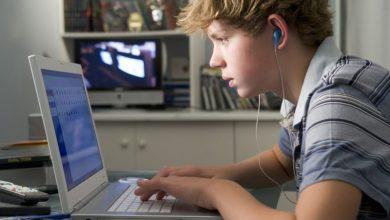 Νέα μελέτη: Πώς οι οθόνες βλάπτουν τις μαθητικές επιδόσεις – Το όριο «κατανάλωσης»