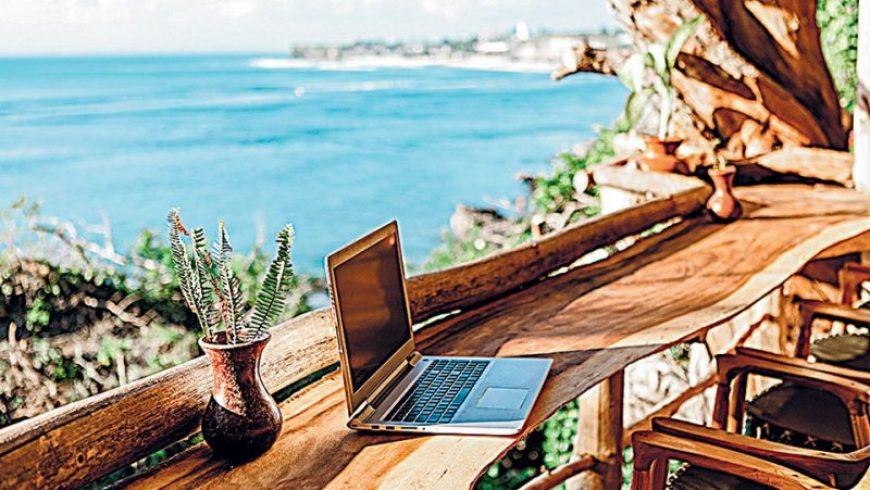 Ψηφιακοί νομάδες: Μια παραλία και καλή σύνδεση στο Διαδίκτυο